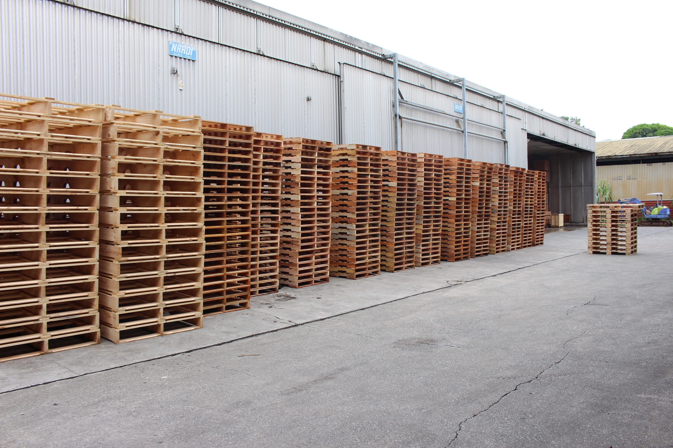 HT Room Pallets Pallets1